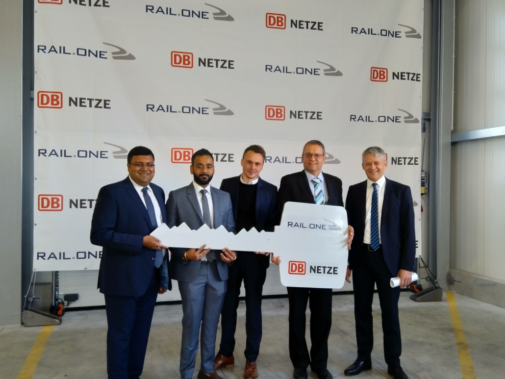 From left to right: Nishant Mittal (CEO, RAIL.ONE Schwandorf GmbH), Saurav Mittal (CEO, PCM Tea Processing Ltd.), Stefan Hübner (Project Manager, RAIL.ONE, Markus Roßmann (plant management, RAIL.ONE Schwandorf GmbH), Dr. Ludwig Friedl (CTO, PCM RAIL.ONE AG)